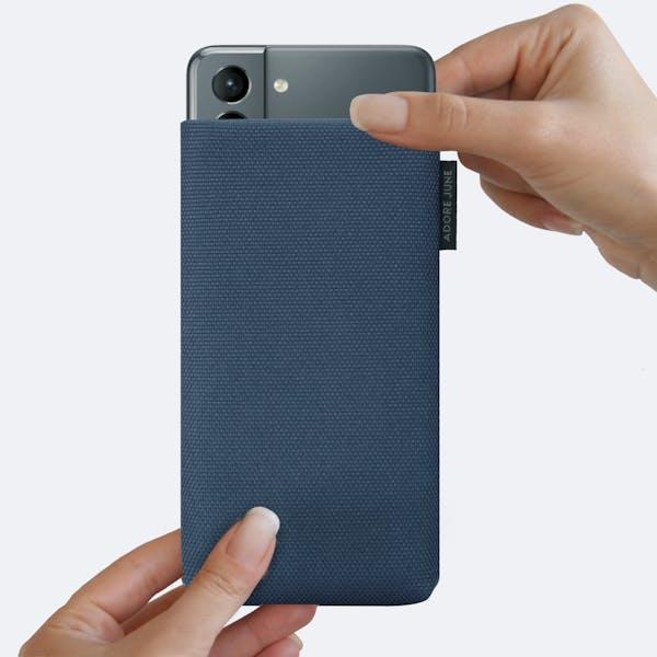 Bild 4 von Adore June Classic Recycled 6,2 Zoll Premium Handytasche für Samsung Galaxy S21 in Farbe Blau