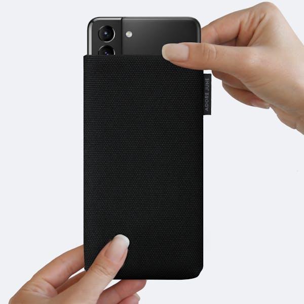 Bild 4 von Adore June Classic Recycled 6,7 Zoll Premium Handytasche für Samsung Galaxy S21 Plus in Farbe Schwarz