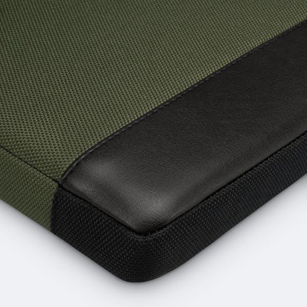 Bild 8 von Adore June Premium 13,3 Zoll Hülle für Samsung Galaxy Book Flex2 5G Bent in Farbe Oliv-Grün